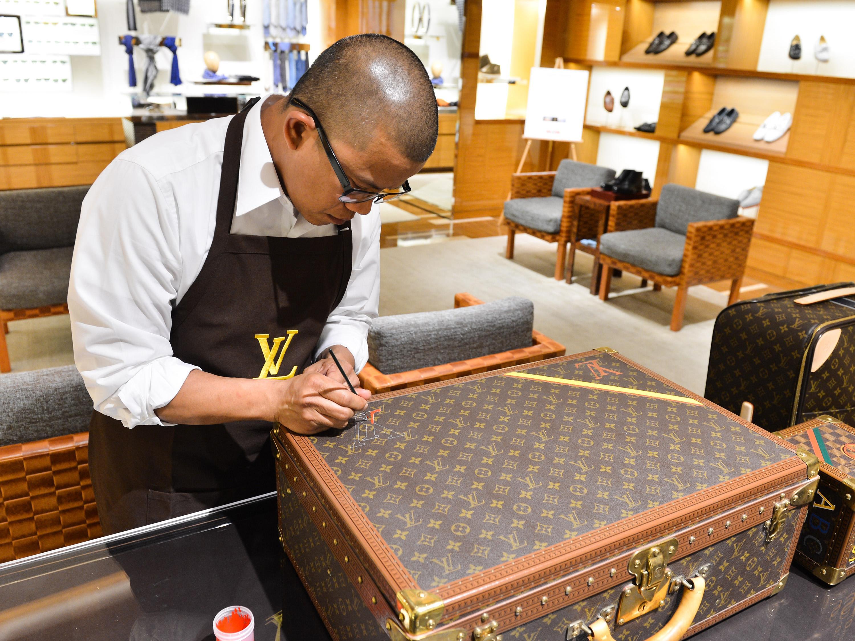 Производство чемоданов Louis Vuitton